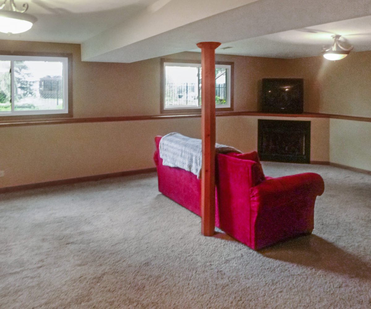 2921 Williams Drive Woodridge Family Room 2