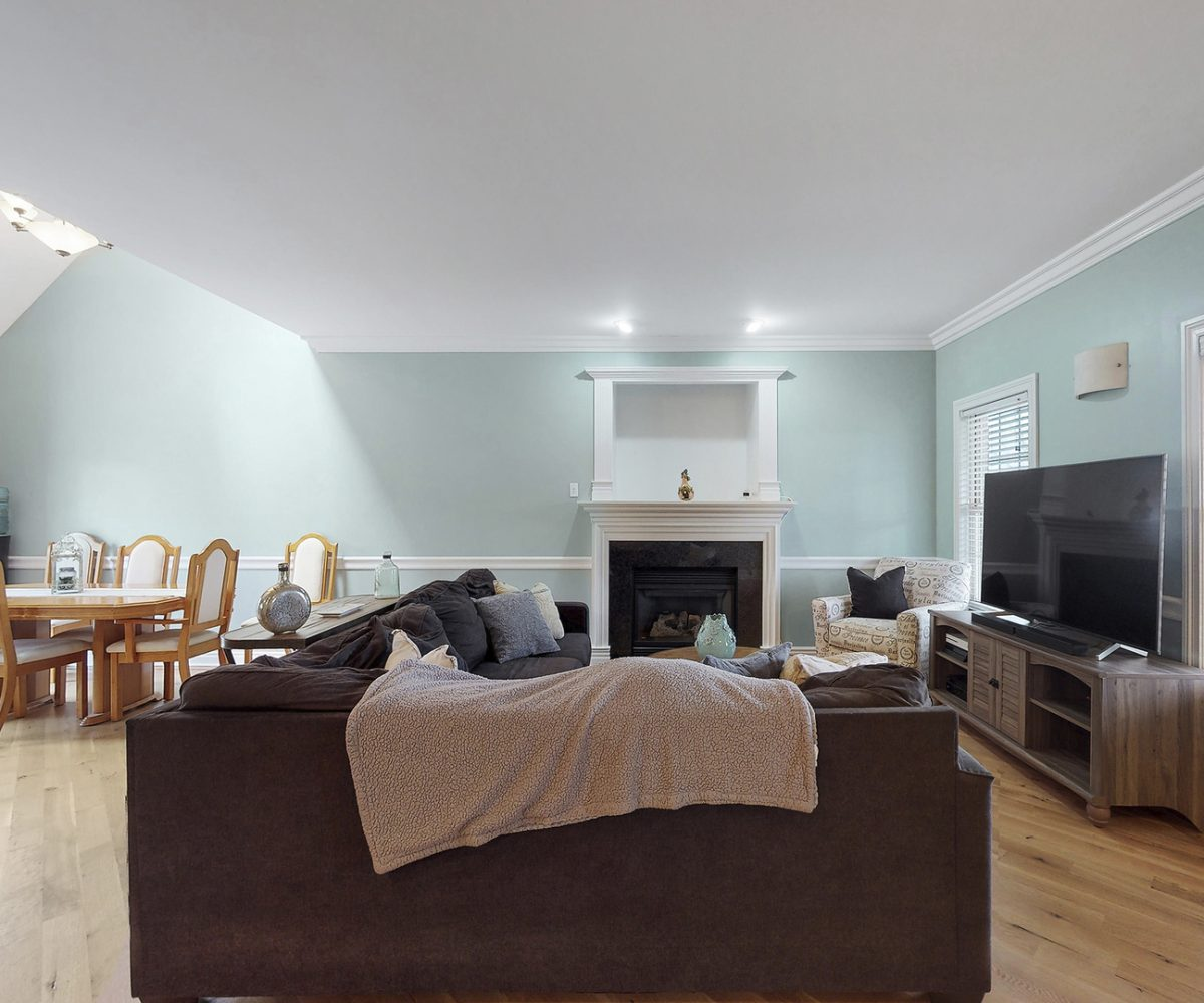 David Harney Real Estate 25868 Simon Ct Antioch IL Entry