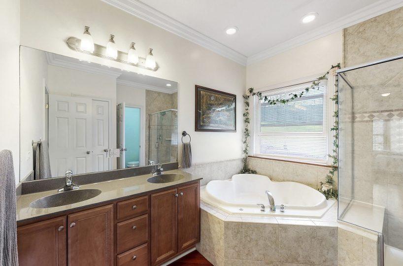David Harney Real Estate 25868 Simon Ct Antioch IL Master Bath