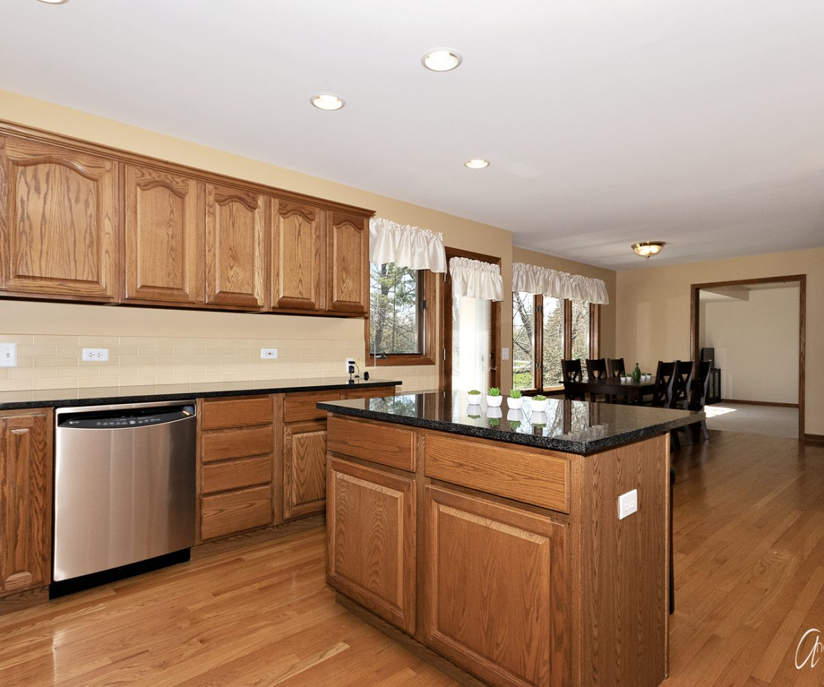 David Harney Real Estate 642 Edelweiss Antioch IL Kitchen2