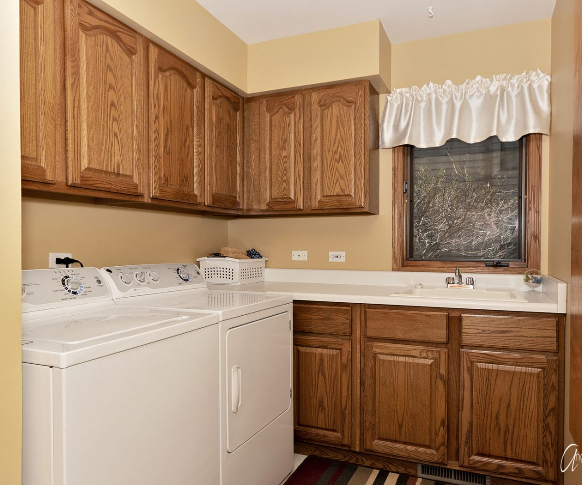 David Harney Real Estate 642 Edelweiss Antioch IL Laundry Room