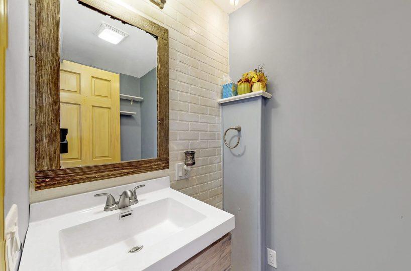 David Harney Real Estate 929 Monroe Winthrop Harbor IL Bath2