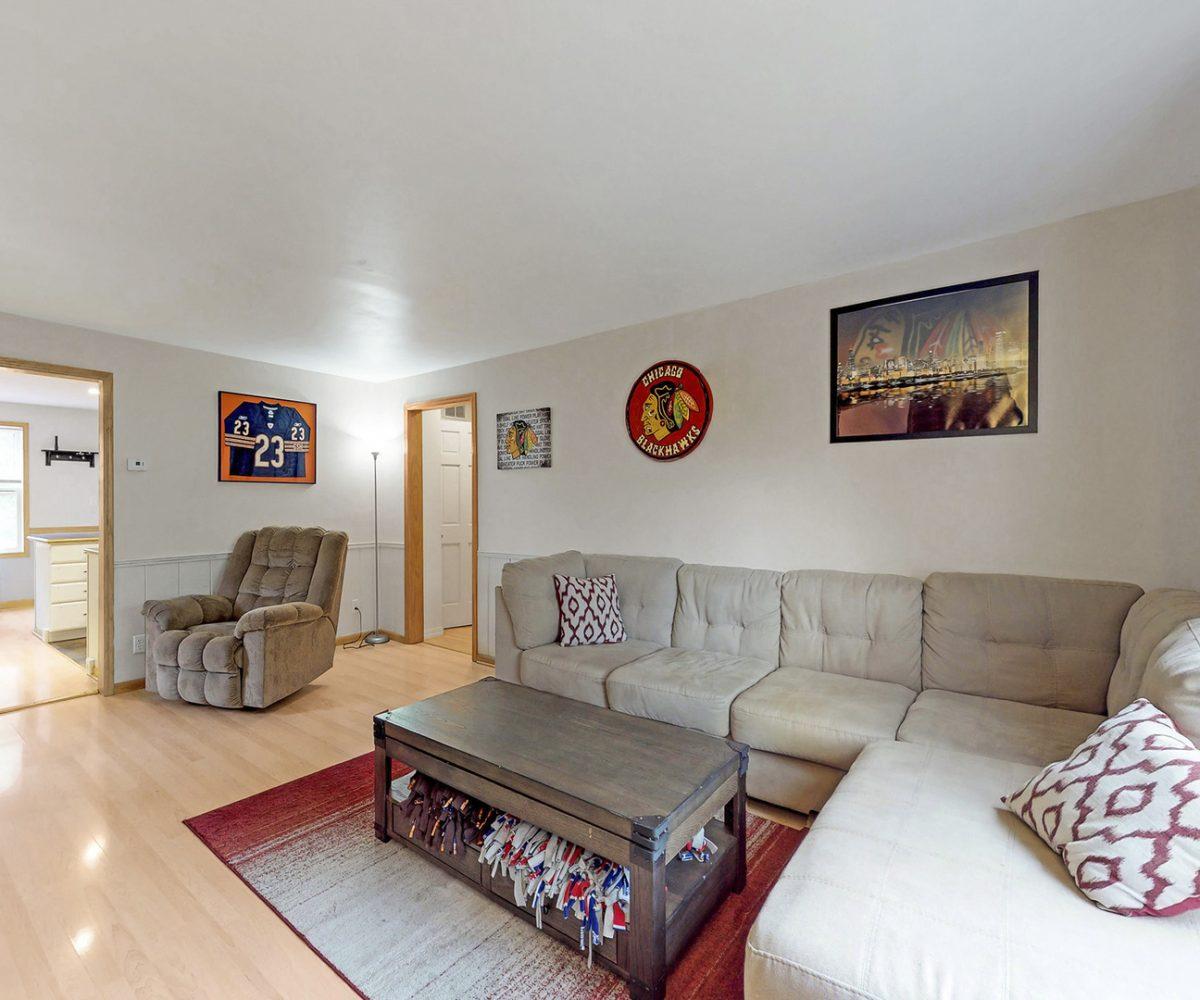 David Harney Real Estate 929 Monroe Winthrop Harbor IL Living Room