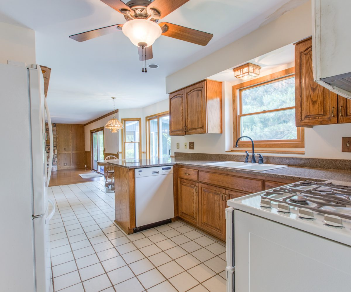 4907 Lake Dawnwood David Harney Real Estate Johnsburg IL Kitchen
