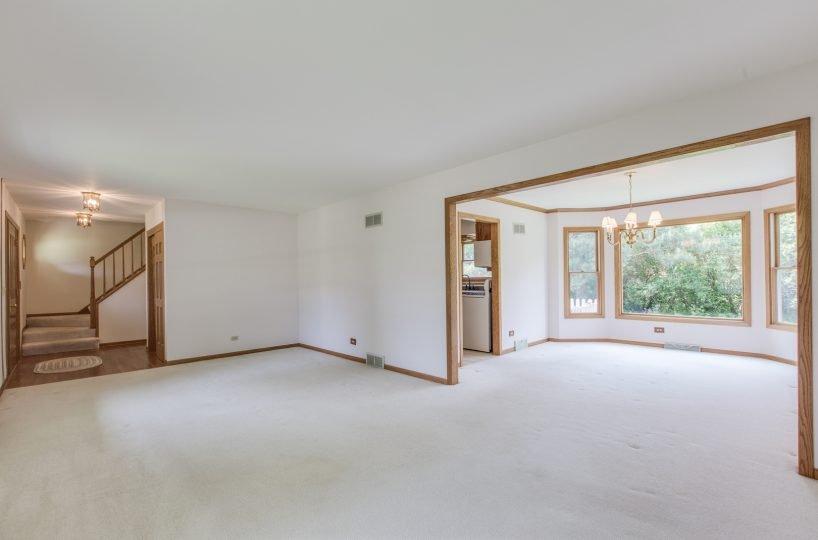 4907 Lake Dawnwood David Harney Real Estate Johnsburg IL Living Room