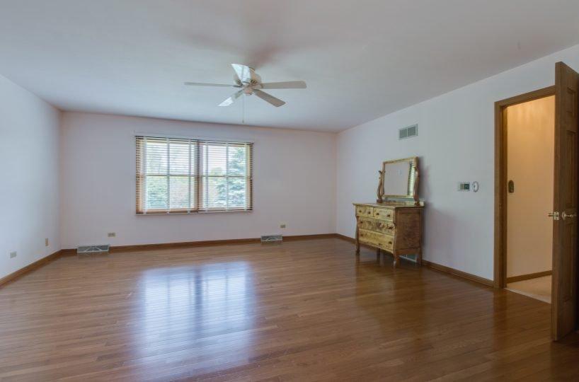 4907 Lake Dawnwood David Harney Real Estate Johnsburg IL Master Bed
