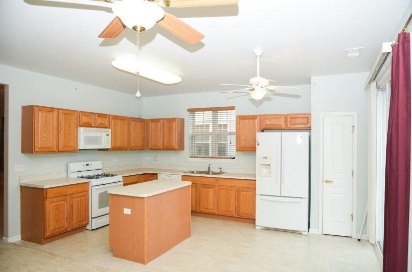 David Harney Real Estate 13219 Cedarcrest Huntley IL Kitchen