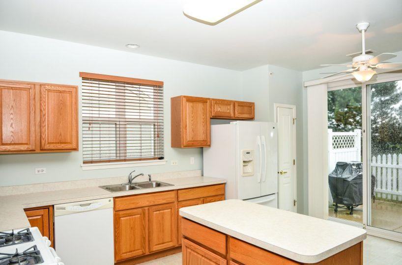 David Harney Real Estate 13219 Cedarcrest Huntley IL Kitchen2