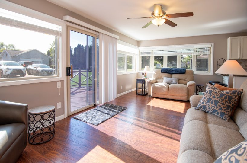 David Harney Realtor 42401 N Park Ln Antioch IL 60002 Front Exterior Living 2