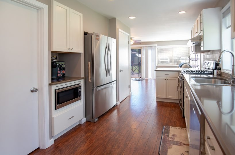 David Harney Realtor 42401 N Park Ln Antioch IL 60002 Kitchen 4