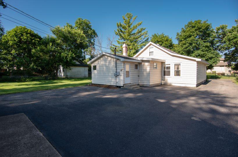 David Harney Realtor 42453 N Park Ln Antioch IL Driveway