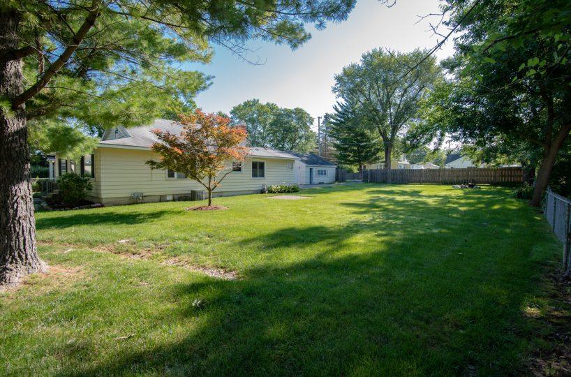David Harney Realtor 42453 N Park Ln Antioch IL Front Side Yard