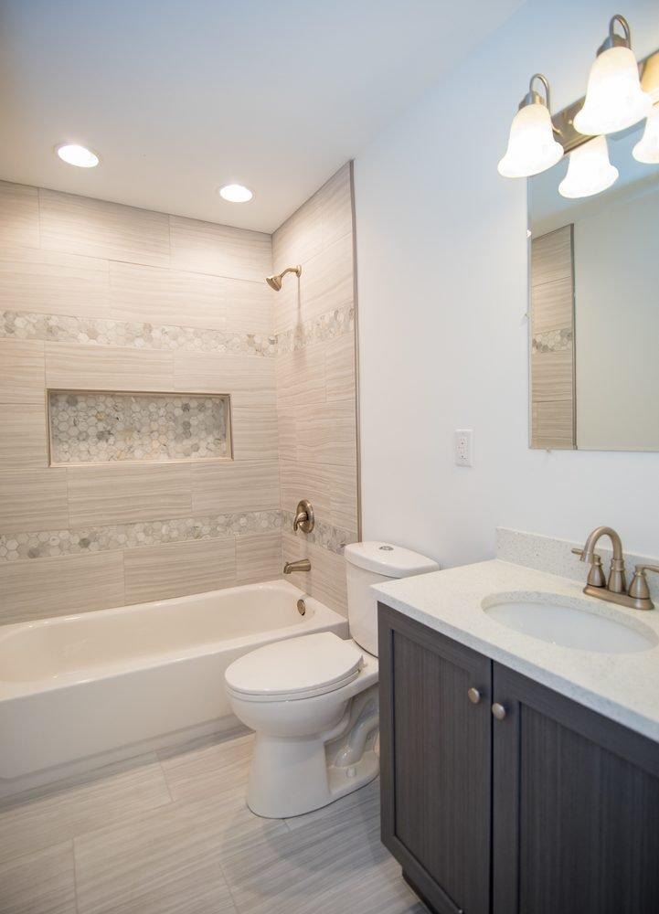 David Harney Realtor Oak Ave Antioch IL bath