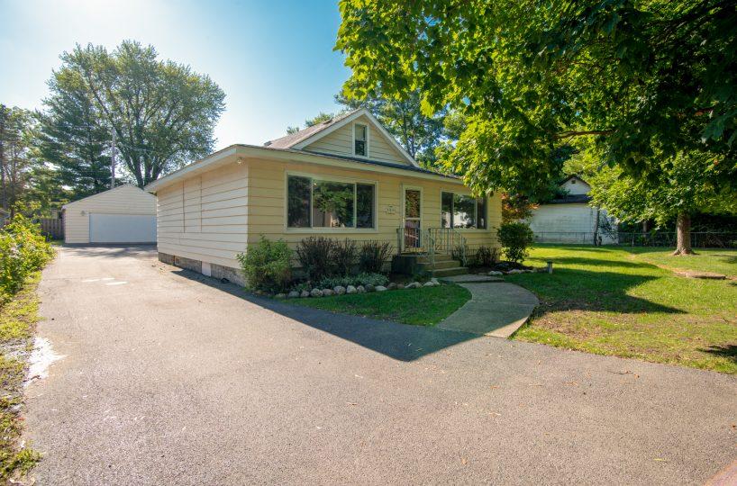 David Harney Realtor 42453 Park Ln. Antioch IL Front Exterior